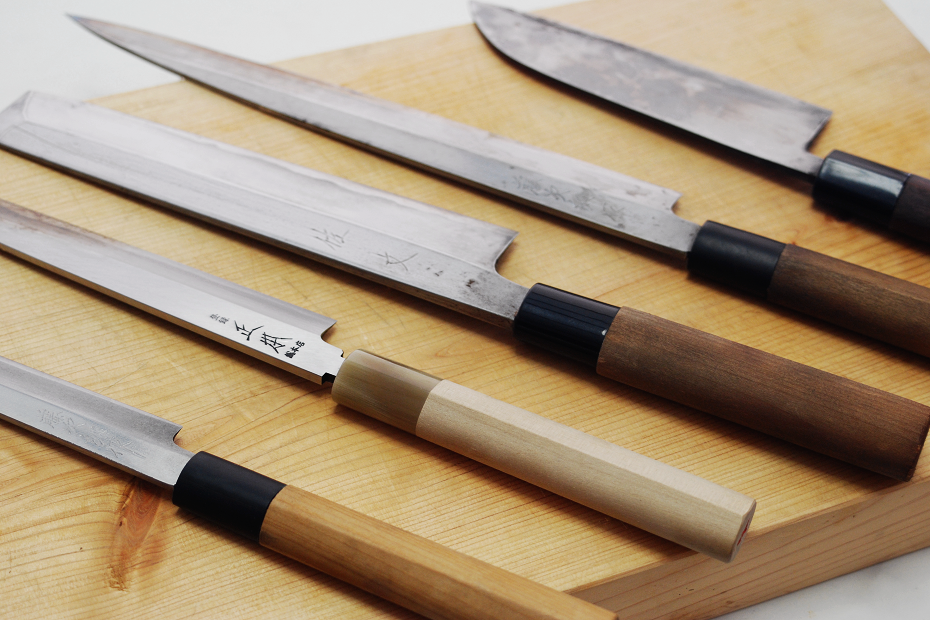 There many knives with no Machi, but it is often seen in Yanagiba or Usuba Knives.
