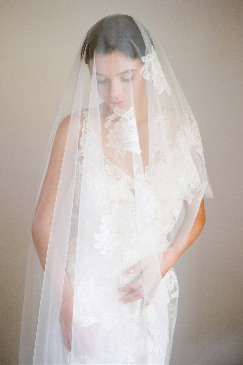 FLOATING ROSES FRENCH LACE CIRCLE VEIL IN IVORY