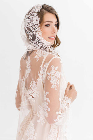 Stella Hooded French lace robe in Ivory