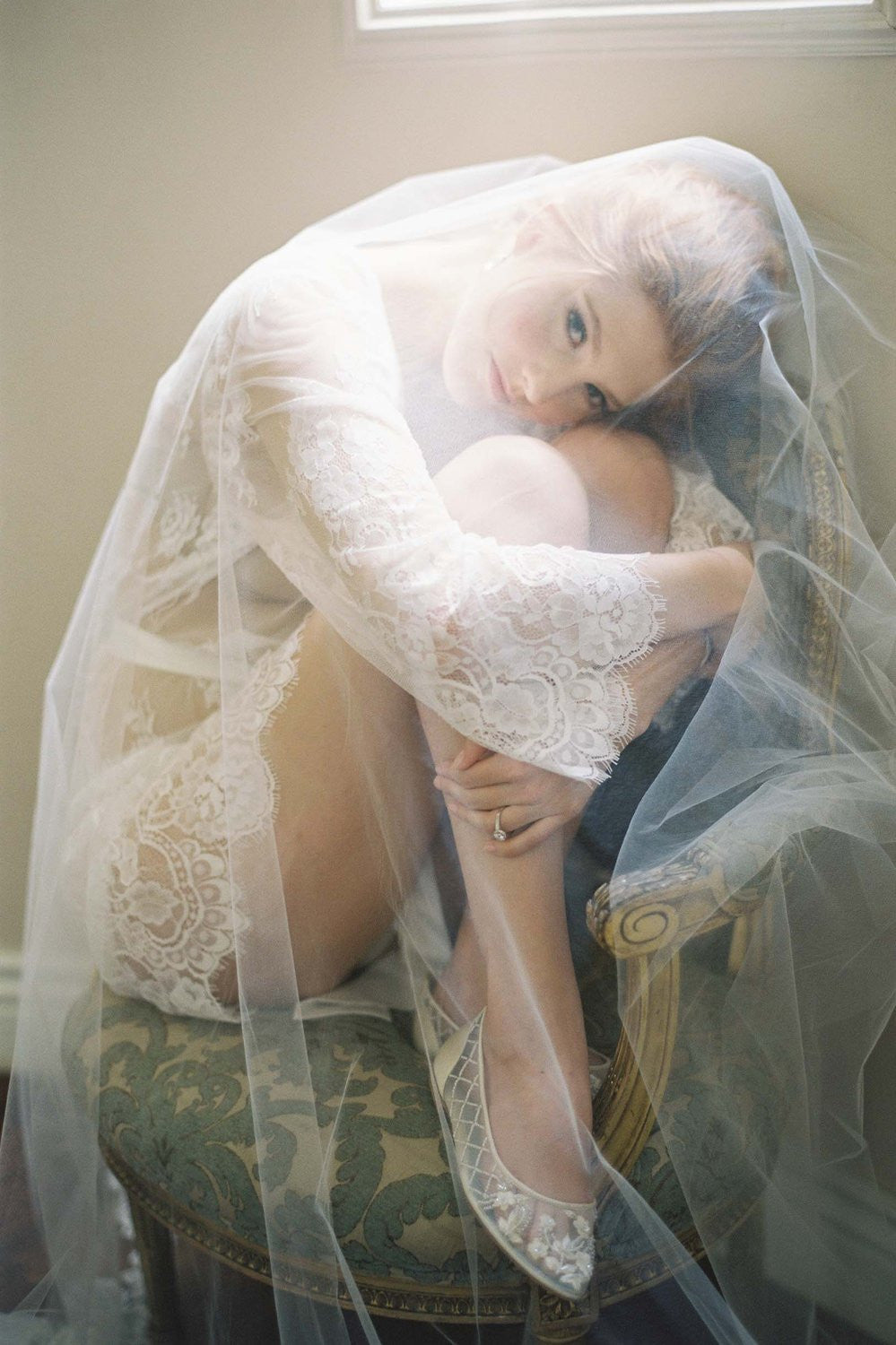 BOUDOIR BRIDAL LACE ROBE IN OFF-WHITE