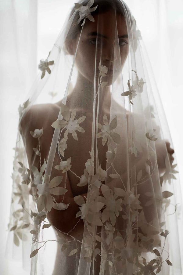 Botanical beaded 3D flower veil in Ivory