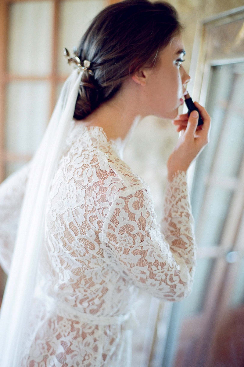 Anthropologie Giselle Leavers Lace Robe bride getting ready Jose Villa
