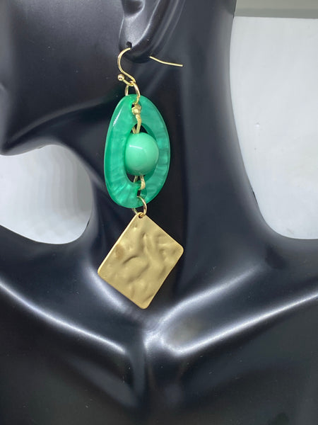 ANTIQUE CELLULOSE ACETATE & HAMMERED GOLD PIECE DANGLE EARRINGS