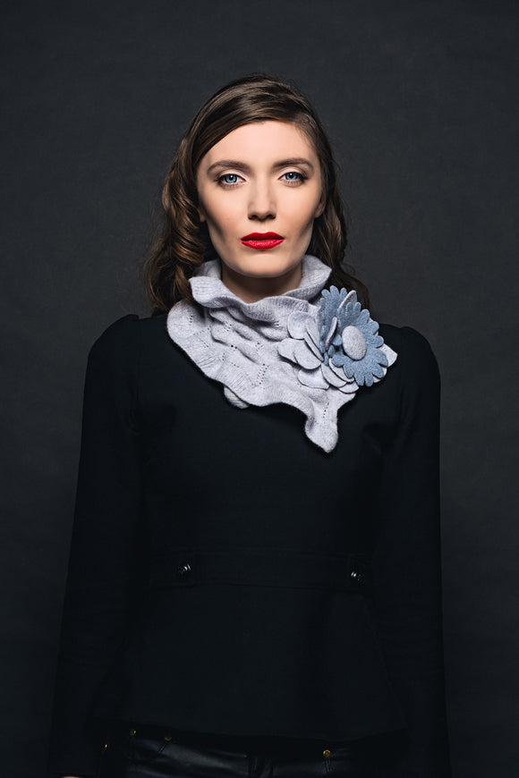 Áine Knitwear Small Floral Collar.... Light Grey