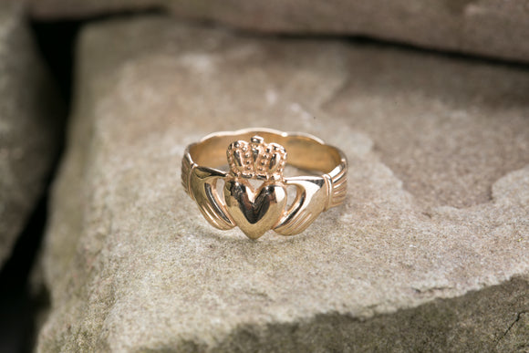 Mens 10K Claddagh Ring with  Closed Braided Back