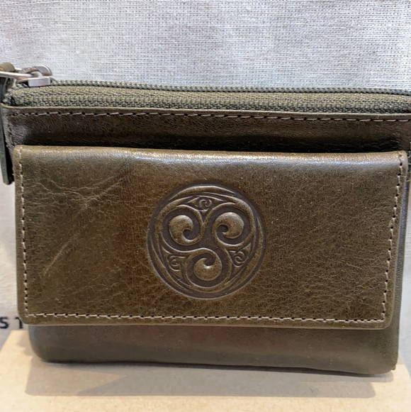 Leather Change Purse with a Celtic Eternity Knot ~ Green