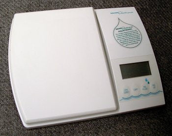 """Aquatronic"" Electronic Kitchen Scale"