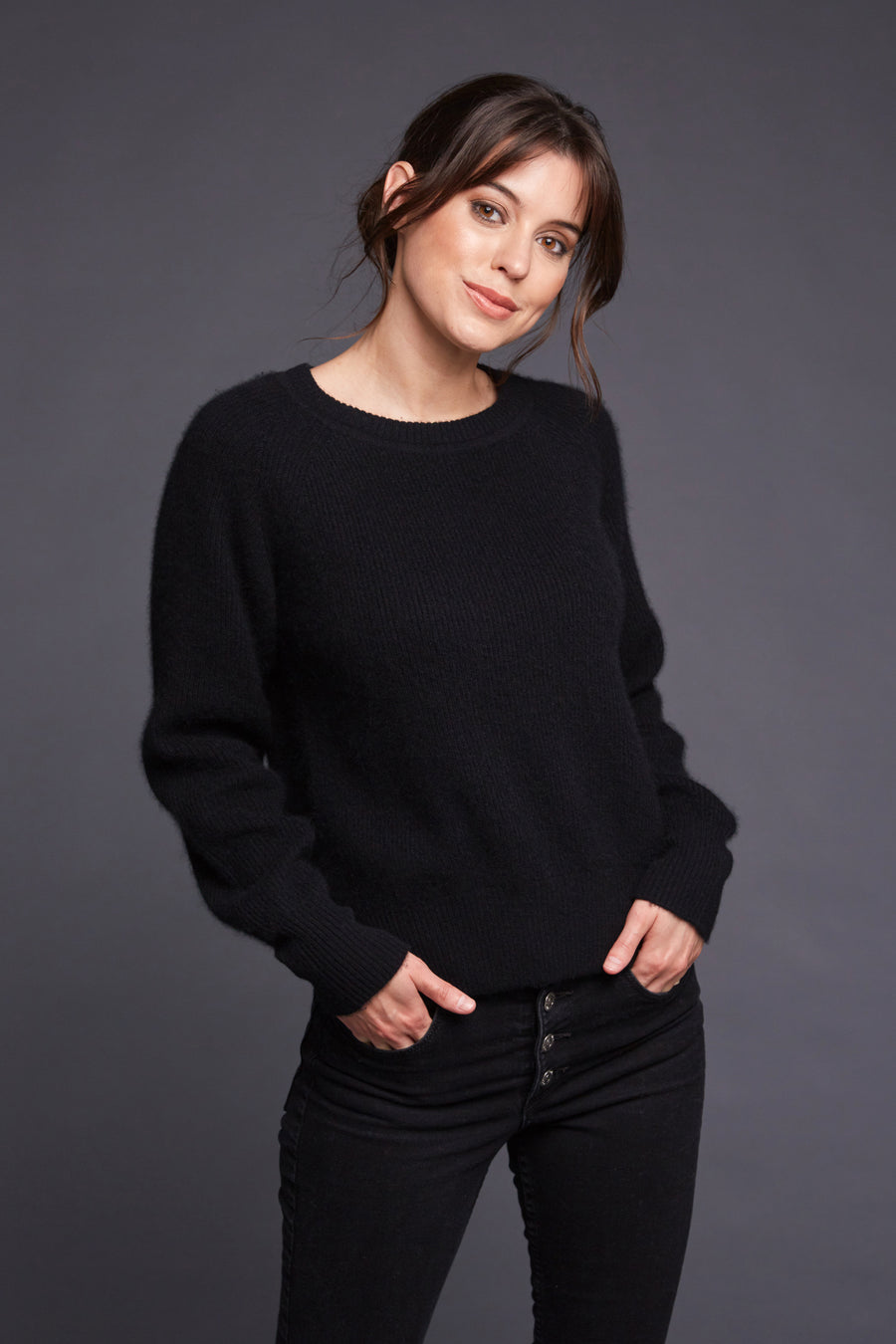 pine cashmere betsy trendy women's 100% pure cashmere crewneck sweater in black