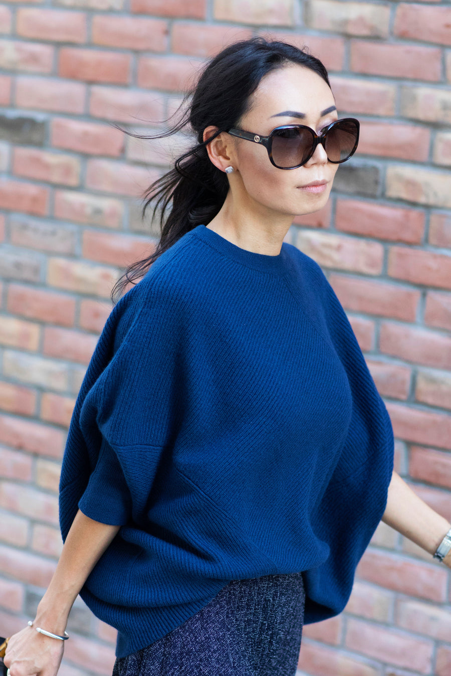 pine cashmere women's cara crewneck 100% pure cashmere poncho sweater in blue