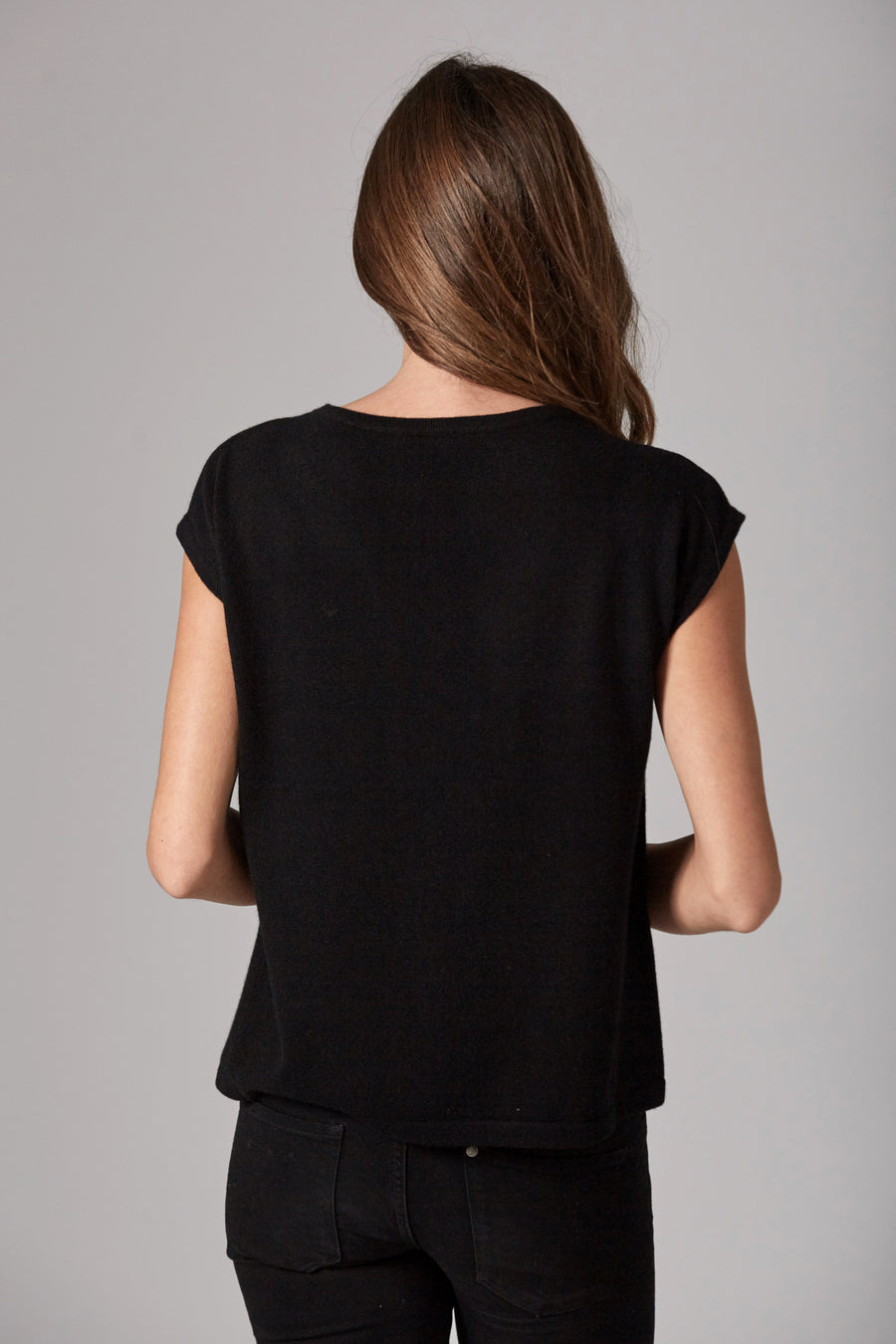 pine cashmere hailey sleeveless women's 100% pure cashmere crewneck top in black