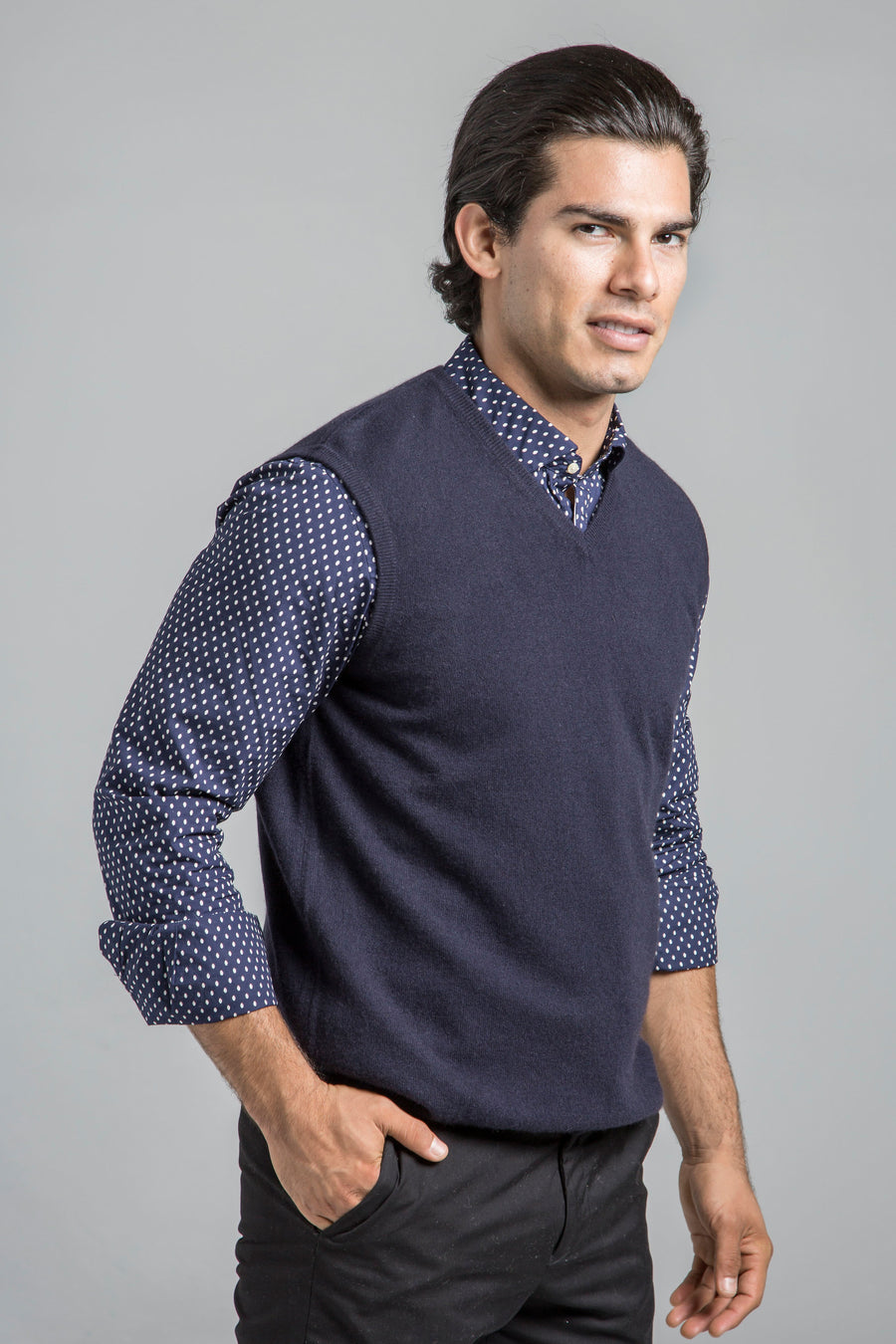 pine cashmere mens classic 100% pure cashmere v-neck sweater vest in navy