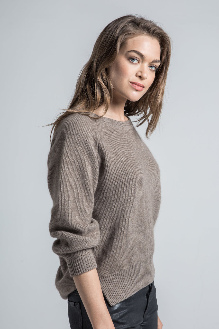 pine cashmere betsy trendy women's 100% pure organic cashmere crewneck sweater in brown