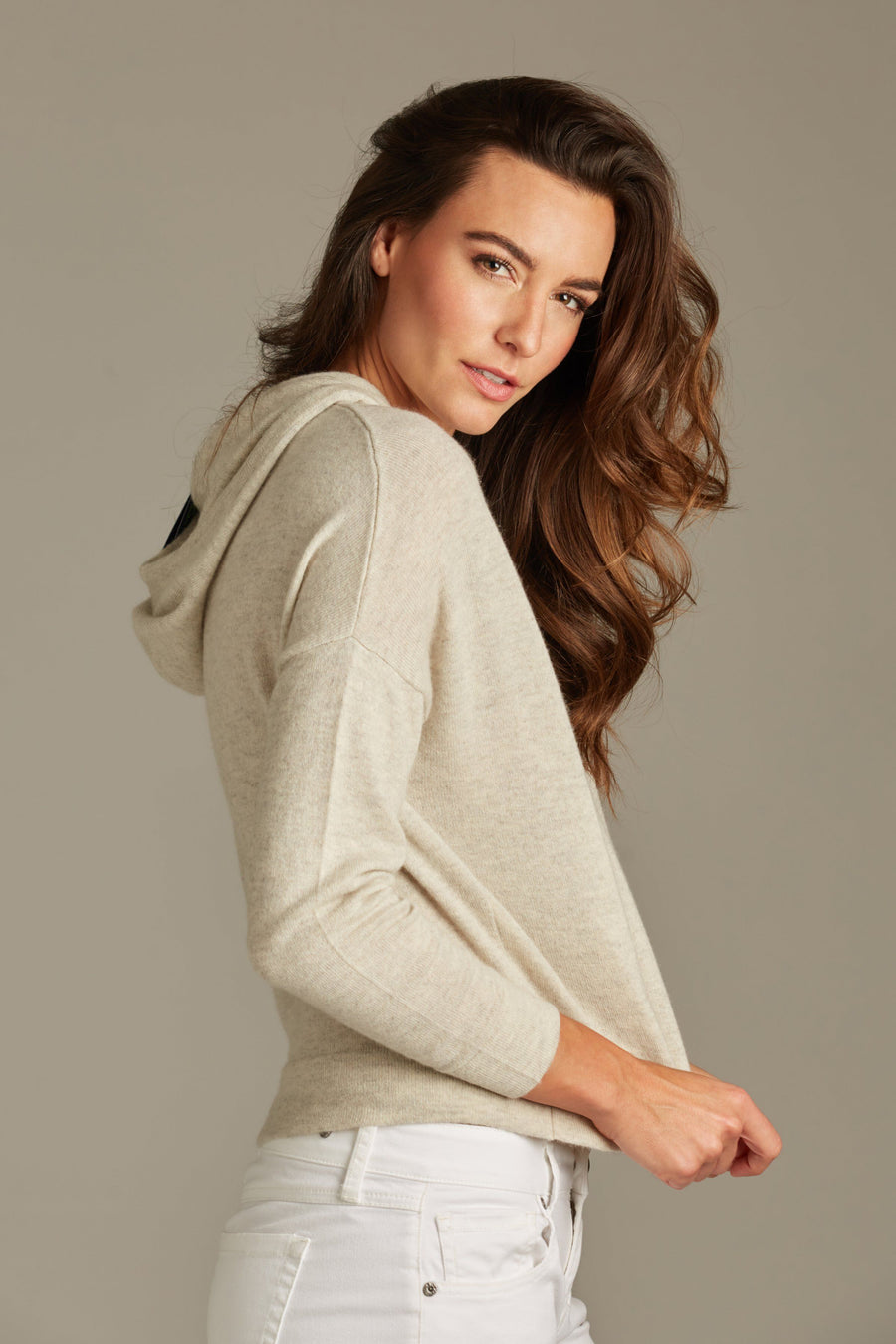 pine cashmere riley women's 100% pure cashmere cropped hoodie in grey