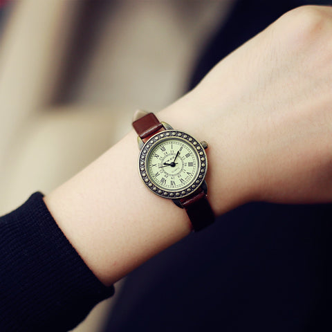 Fashion Classic Vintage Magic Rome Dial Brass Alloy Thin Leather Strap Quartz Wristwatch Watch for Women Ladies Girls