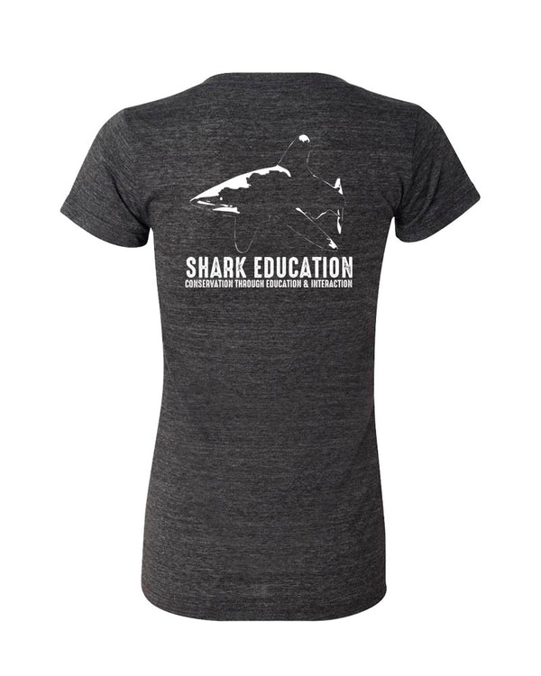 T-shirt col V femme Shark Education 2020