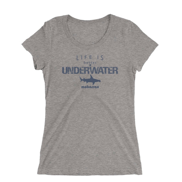 Tee shirt plongée à col large pour femme Life is better underwater gris