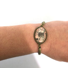 Load image into Gallery viewer, Bookmark - Arc De Triomphe Vintage Map Bracelet