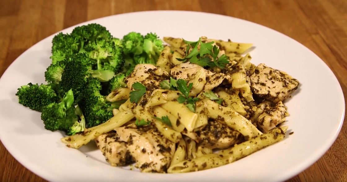 Super Easy 30 minute Pesto chicken pasta (Video Recipe)