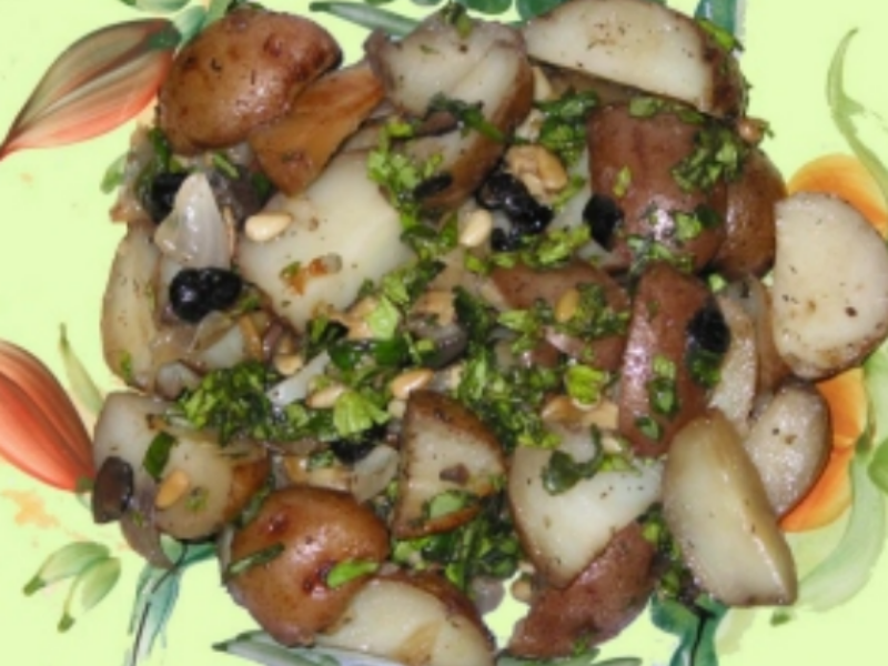 Mediterranean Roasted Potatoes in Clay: Perfect for One-Pot Meal!