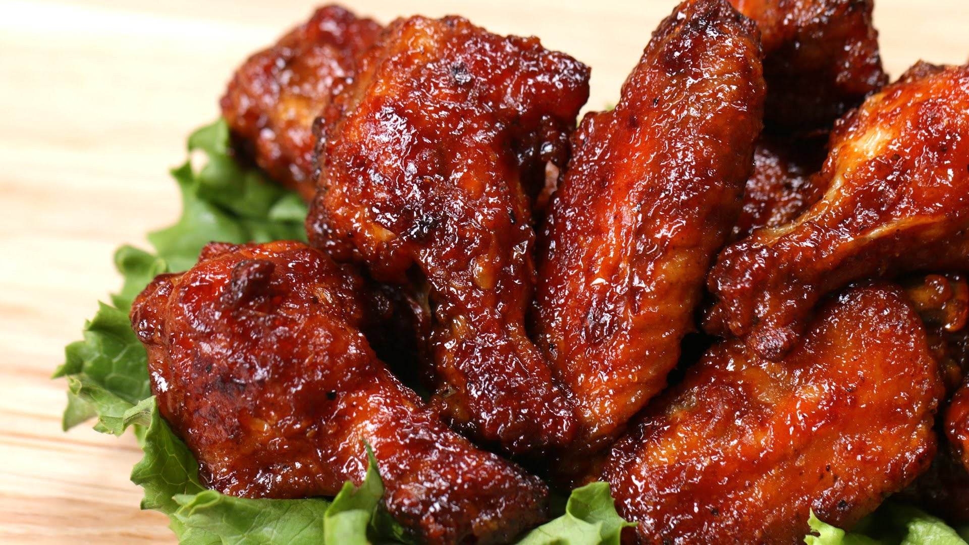 Barbecue Chicken Wings in Clay: Game Night Has Never been so Easy!