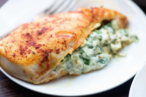 (LOW CARB) 30 MINUTES SPINACH STUFFED CROCKPOT CHICKEN