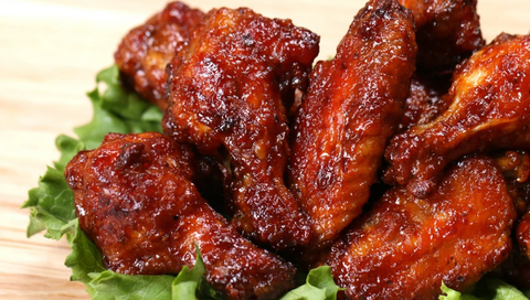 BARBECUE CHICKEN WINGS IN CLAY