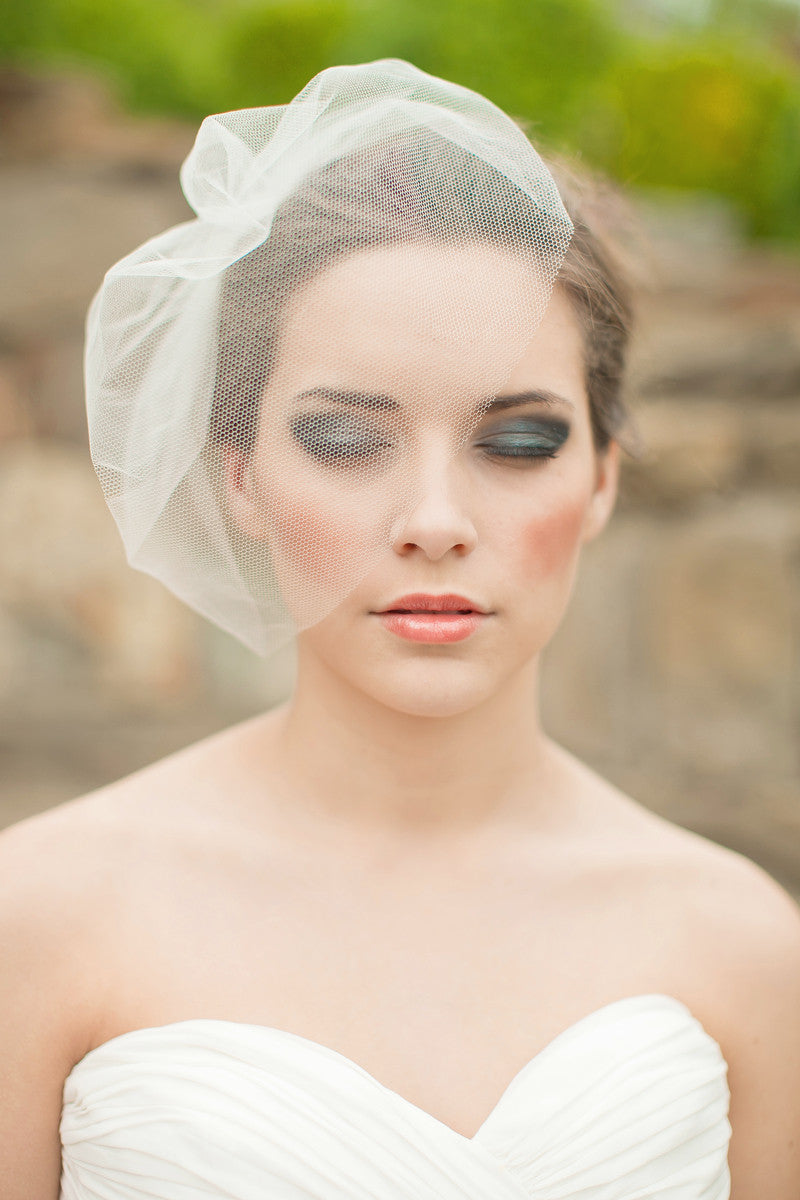 Fashion style How to blusher wear birdcage veil for woman