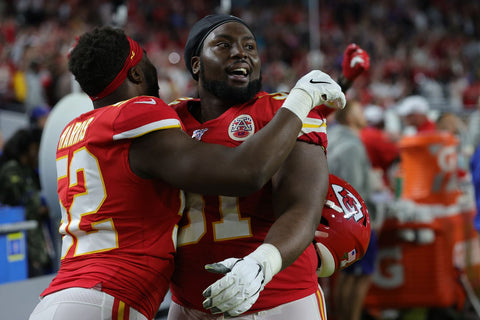 Kansas City Chiefs Player Celebrates Superbowl Win By Helping Shelter Dogs Find Home