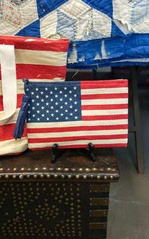 STRAW FLAG CLUTCH