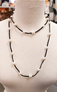 LONG PEARL LEATHER NECKLACE - BLACK
