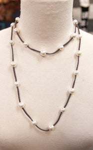 LONG PEARL LEATHER NECKLACE - GREY
