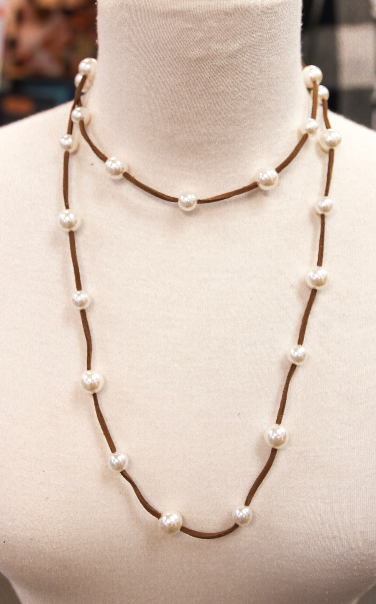 LONG PEARL LEATHER NECKLACE - BROWN