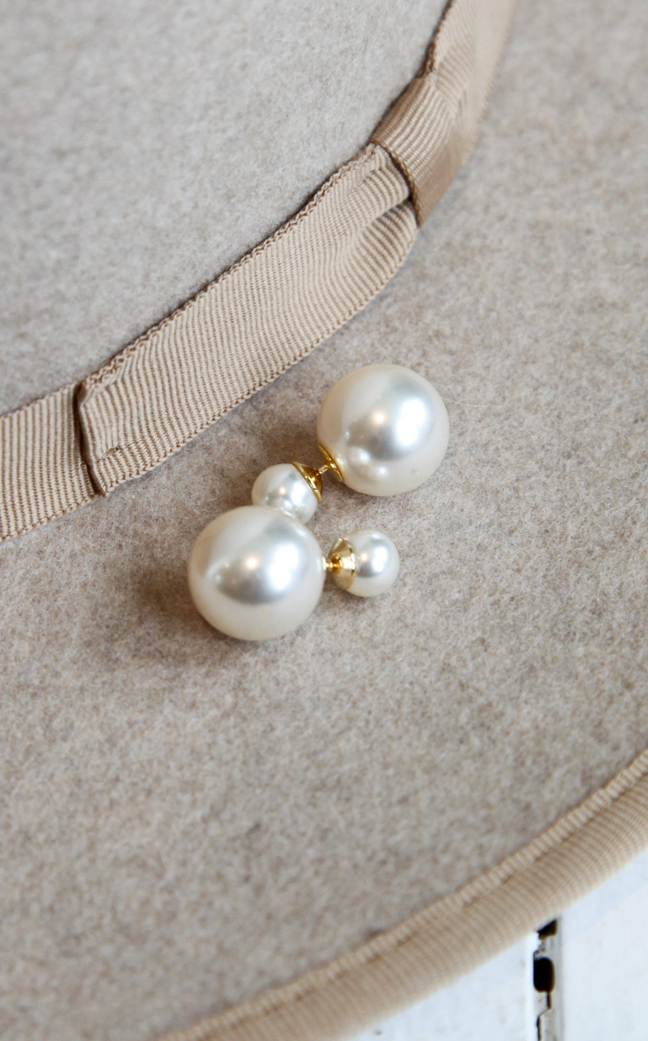 DOUBLE BALL STUDS - PEARL