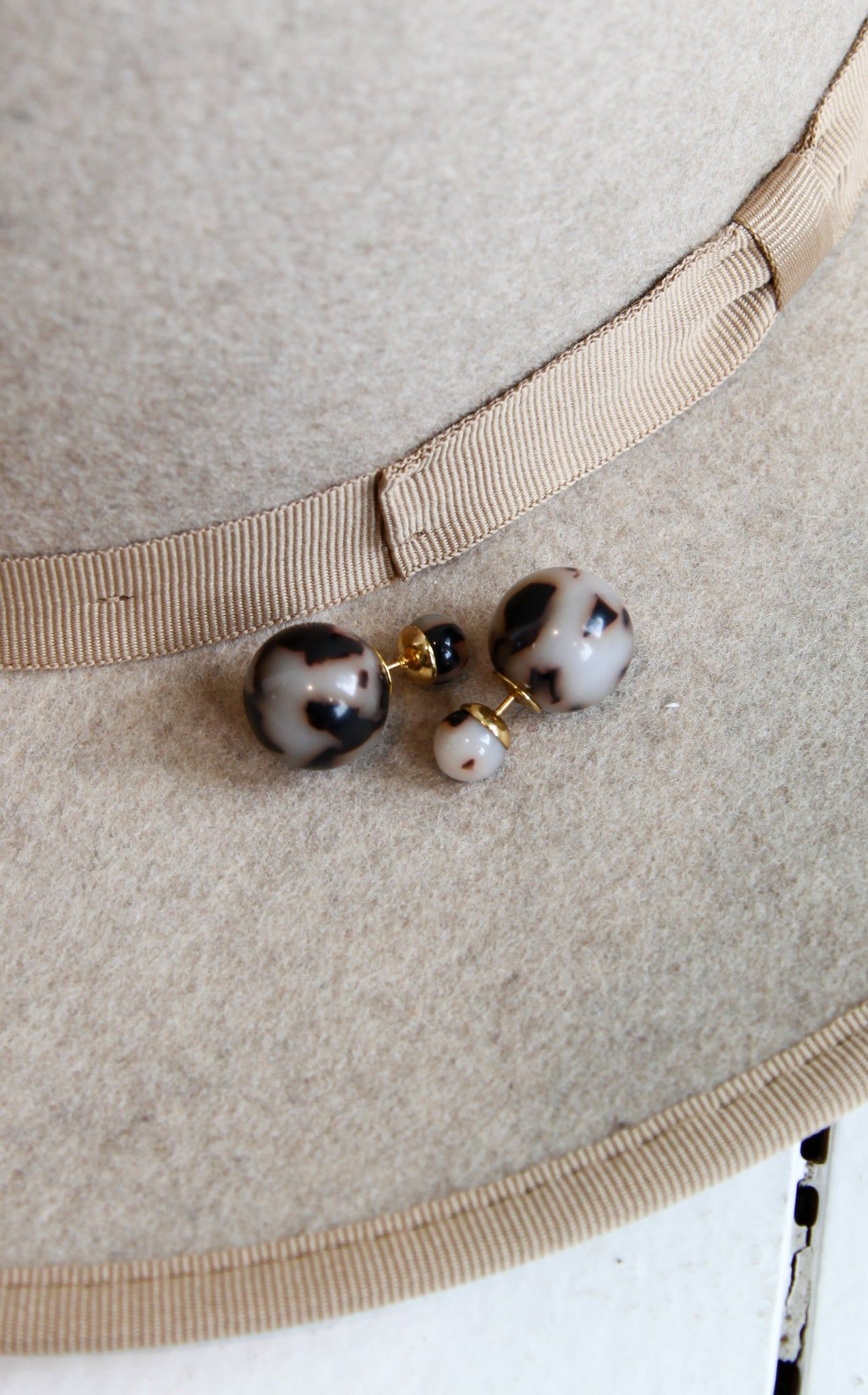 DOUBLE BALL STUDS - LIGHT TORTOISE
