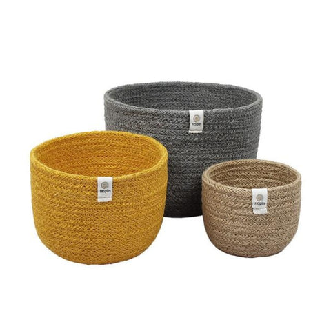 Set of 3 tall jute baskets beach