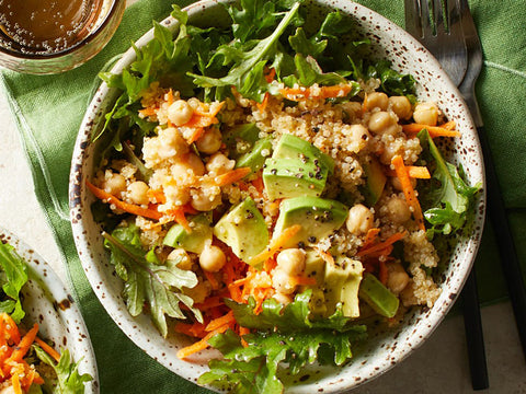 Green salad with quinoa, avocado and chickpeas