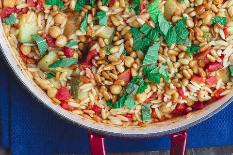 Mediterranean barley with zucchini and chickpeas