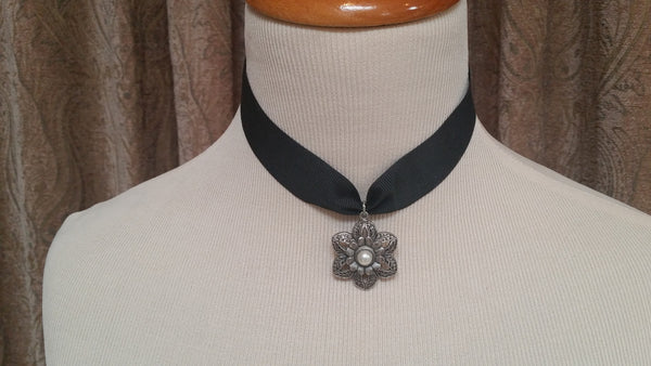 Black pendent choker necklace
