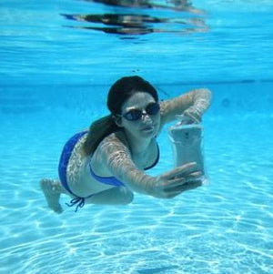 Waterproof Mobile Phone Case makes talking under water fun and easy