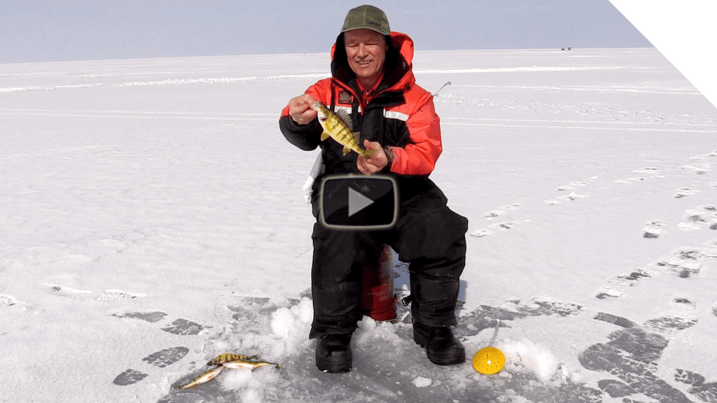 Last Day of the Season - Ice Fishing on Lake St. Clair - Ice Fishing Tips on Tipping