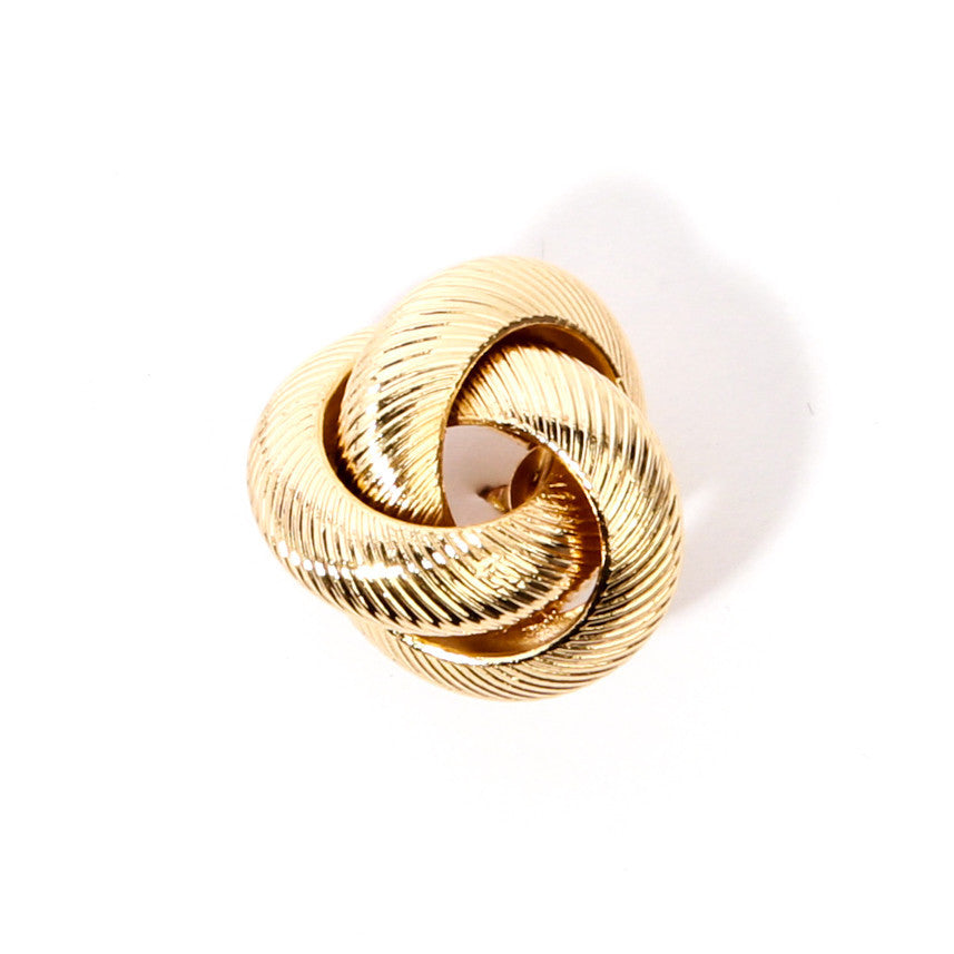 Grooved Gold Rings Collar Pin