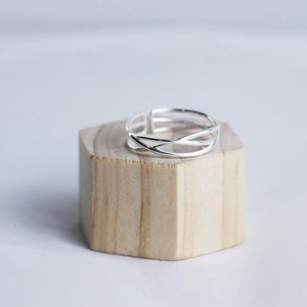 Elegant Simple Silver Ring KW179067