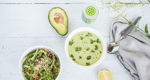 Saladedressing met avocado en matcha