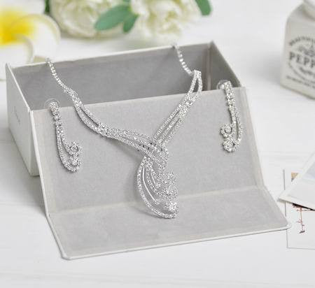 2016 Celebrity Inspired Crystal Tennis Statement Necklace Set Earrings Factory Price Wedding Bridal Bridesmaid Jewelry Sets - onlinejewelleryshopaus