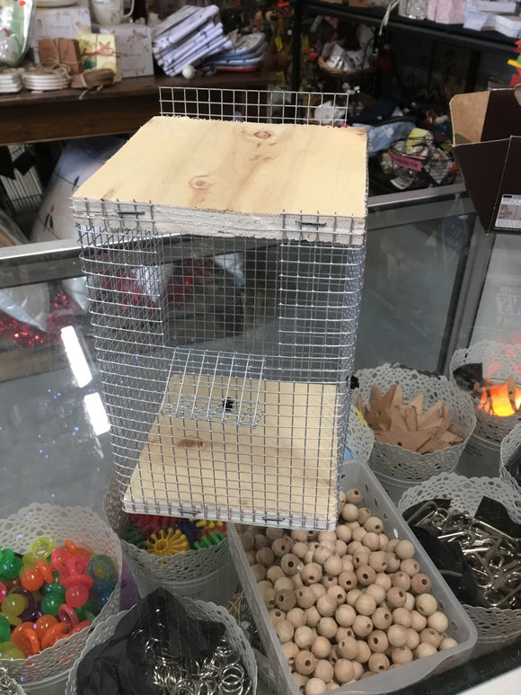 Nesting cube for small birds