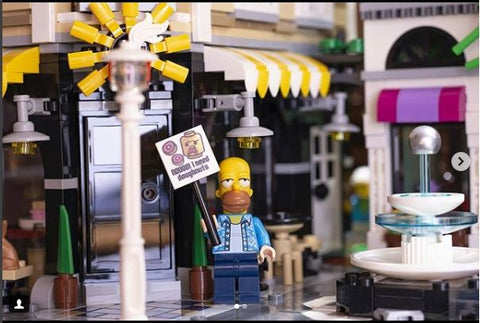 The Simpsons_Homer_J_Simpson_and doughnuts_D'oh_BEmojis_LEGO_Simpson_Accessory