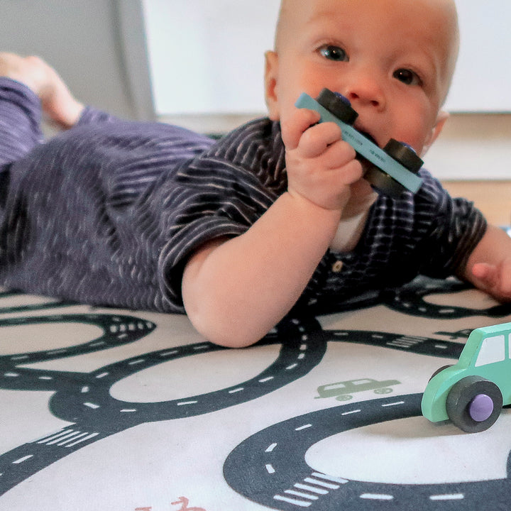 3 reasons why to use a playmat over a baby box
