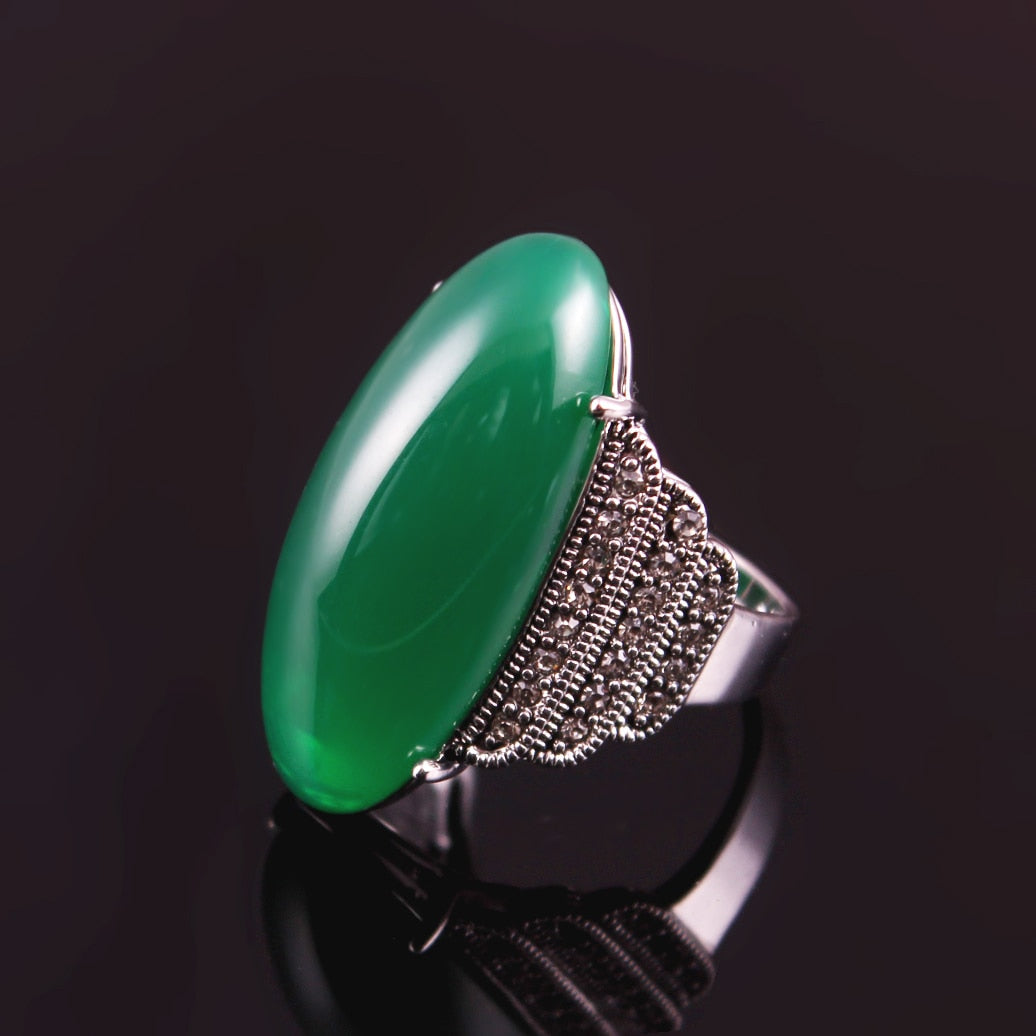 Lily Ring in Emerald - Divinesolutions