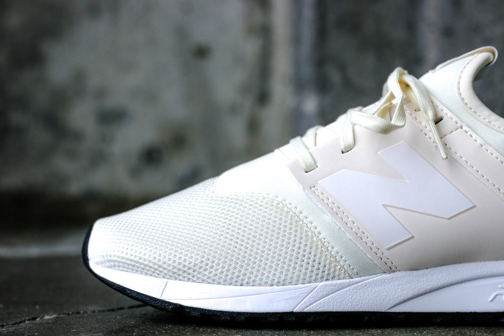 New Balance 247 Classic Pack men's size 9 in Cream