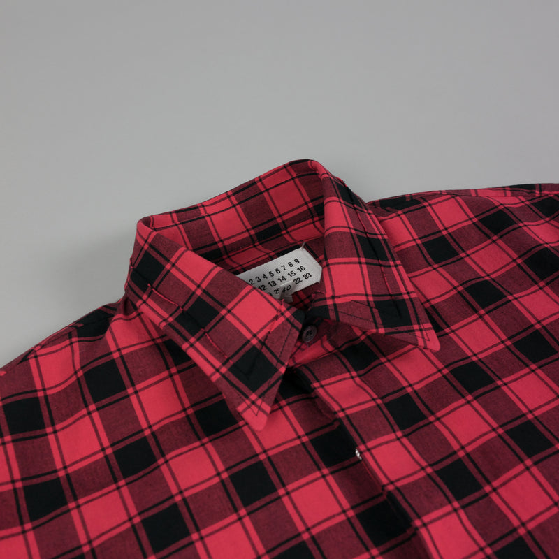 Collar detail of Maison Margiela Plaid Button Down Shirt in Red/Black